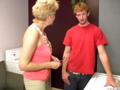 girlfriends mommy craves to clean his ramrod with