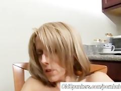 hot d like to fuck has a moist fur pie