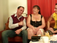 interview with bulky woman leads to trio