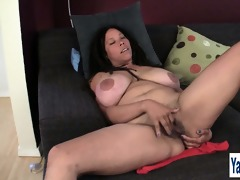 breasty milf shannon rubbing her shaggy snatch