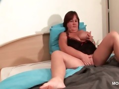 bbw aged hottie masturbating love tunnel in sofa