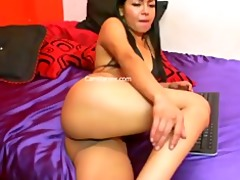 sexy beauty masterbating on her livecam
