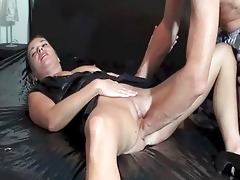 fisting the wifes loose slit untill she squirts