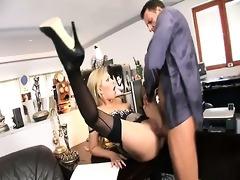 golden-haired secretary donna bell get her vagina