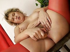 golden-haired mother i jaromira avid sex-toy