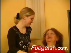 mature lesbo shows a younger hotty how to make