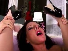 smashing sexy divorced mamma