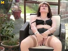 british mama invites to check her snatch