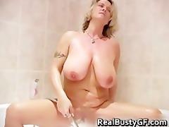 large jiggy marangos d like to fuck showering