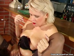 lesbo grannies licking every other (long version)