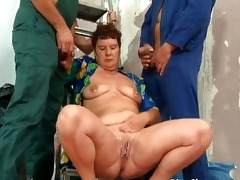 bulky mature bitch copulates and sucks