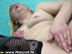slutty aged housewife widens her twat
