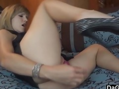filming your mamma orgasming on her toys