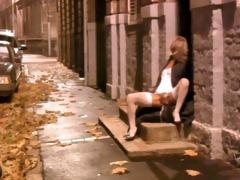 milf widens her legs on doorstep