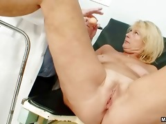 concupiscent older mama acquires an big o from