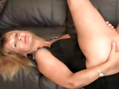 blond mamma mother i shows off her hawt body