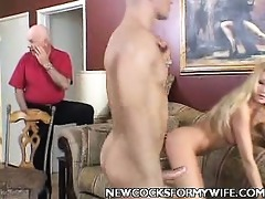 aged wife diddling her vagina