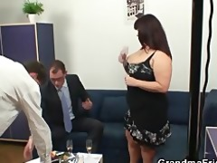 plump slut is double screwed after photosession