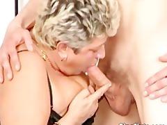corpulent older slut in nylons