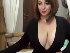 saschagreens cleavage in black