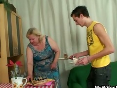 wife comes in when her biggest mamma rides my rod